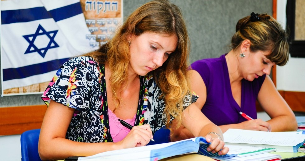 Hillel Russia launches free Hebrew lessons in Moscow
